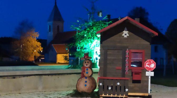 La cabane du Père Noël installée