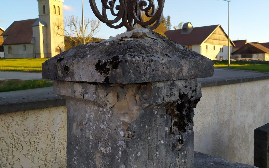 Cimetière : restauration de la croix communale et changement de son socle